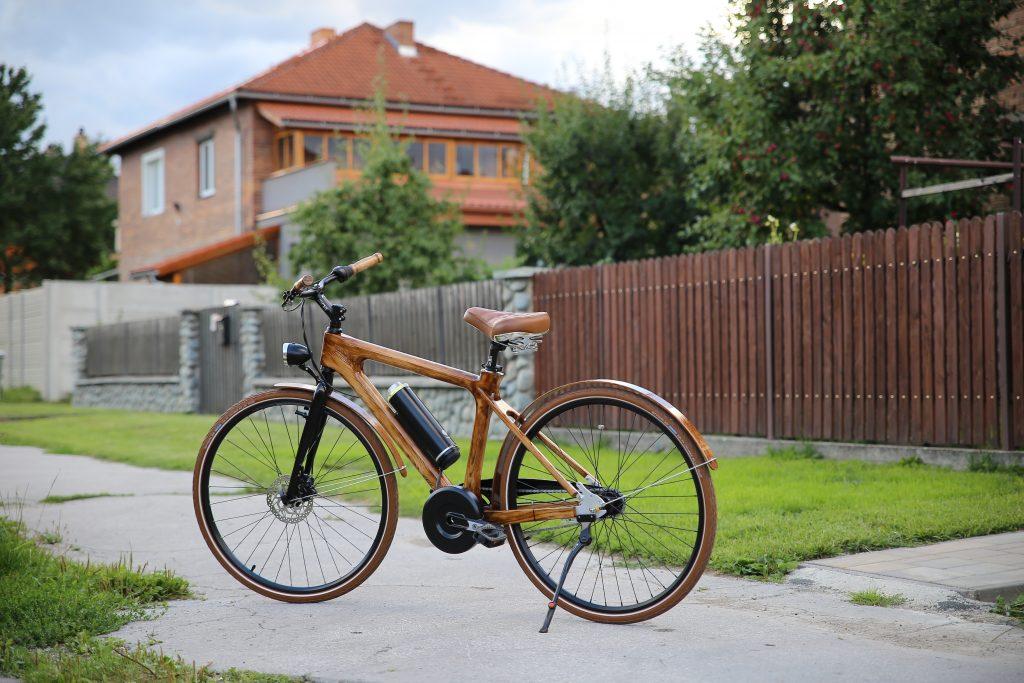 Mestský pánsky drevený elektrický bicykel BIKEMI Wooden Gentleman D.Brown E-Bike foto 1